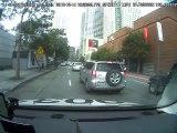 Une voiture Uber sans conducteur passe au feu rouge ! Dangereux!!!