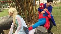 Человек-паук против замороженные Эльза против Джокера! Забавный Бой Шалость! Забавный супергерой в реальной жизни