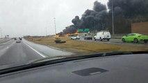 Enorme incendie après le crash d'un camion qui transporte de l'essence sur l'autoroute