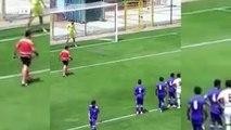 Le gardien marque contre son camp après une charge de son propre défenseur