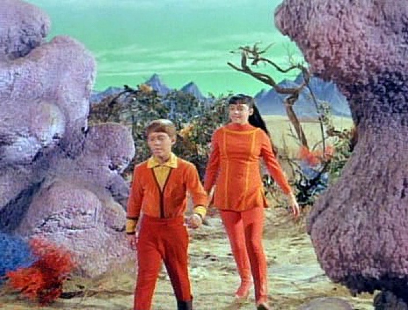 Lost In Space S2e09  The Thief From Outer Space