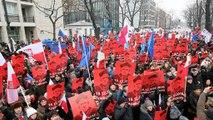 تظاهرات مخالفان و هواداران دولت در لهستان ادامه دارد