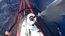 J43 : Moment de partage entre Eric Bellion et son bateau / Vendée Globe