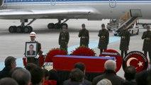 Corpo de Andrei Karlov, embaixador russo na Turquia, chega a Moscovo