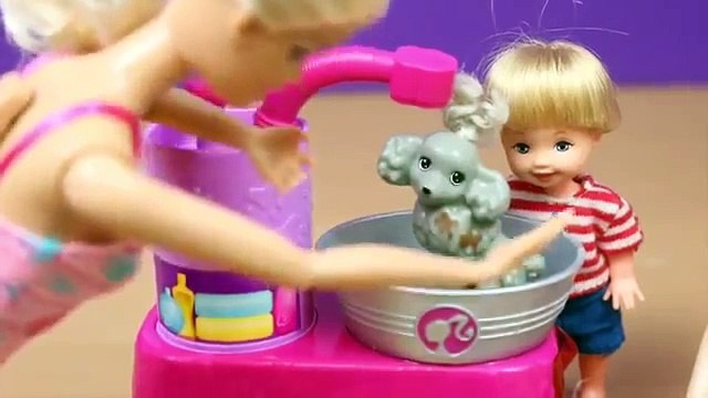 Frozen Elsa and Kids Dog Washing Grooming with Barbie Suds amp Hugs Pups Dog Toys DisneyCarToys