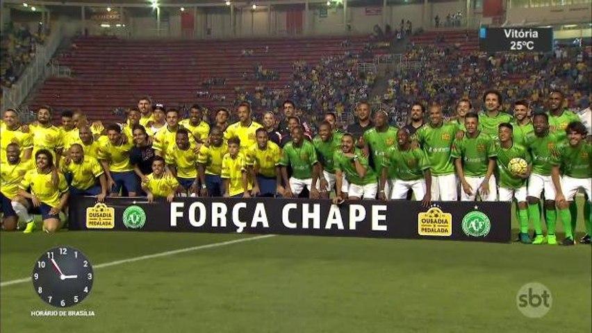 Robinho e Neymar fazem amistoso cheio de gols e solidariedade no Pacaembu