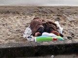 Yverdon a la plage avec Yann sous une couverture mais k avonsss nous fait cet nuit la pour finir la bas lol