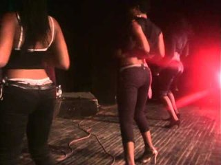 Teety Tezano et les Kit Kat girls -Kamerhiphop Show-