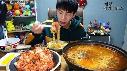Banzz▼I really wanted too eat ramen...5 Samyang ramen! Mukbang 밴쯔▼ 라면이 정말 먹고싶었어요... 삼양라면5개 먹방!