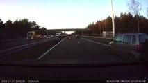 El piloto automático de un coche Tesla predice y esquiva un accidente antes de que ocurra
