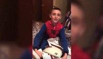 Une vidéo de noël qui fait chaud au cœur : ce petit garçon reçoit un certificat d'adoption