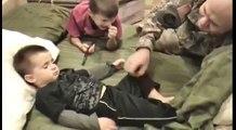 De retour d'Irak ce papa militaire veut une surprise à son fils, mais il n'avait pas prévu ceci…