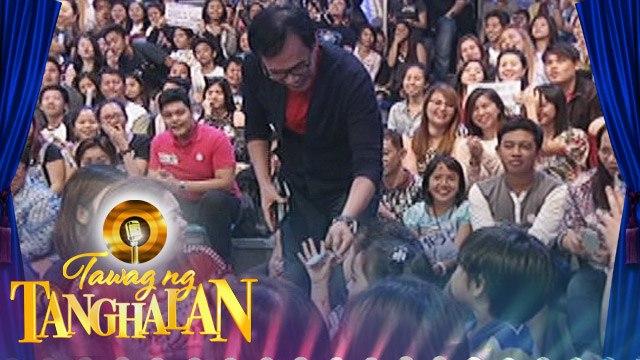 """Tawag ng Tanghalan: Rey Valera gives """"aguinaldo"""""""
