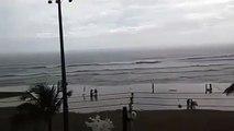 Sur une plage au Brésil, une femme se fait foudroyer !