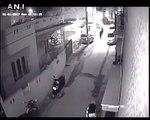 Deux hommes en scooters molestent une femme à Bangalore