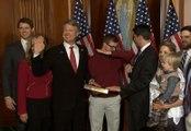 Le fils d'un élu du Congrès américain lâche un dab pendant que son père prête serment !