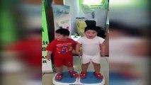 Tombiş Çocukların Titreşimli Zayıflama Makinesi Üzerindeki Eğlenceli Anları