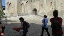 Avignon / Happening des intermittents sur les places de l'Horloge et du Palais des...