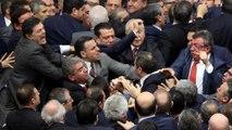 Άγριο ξύλο στην τουρκική Εθνοσυνέλευση