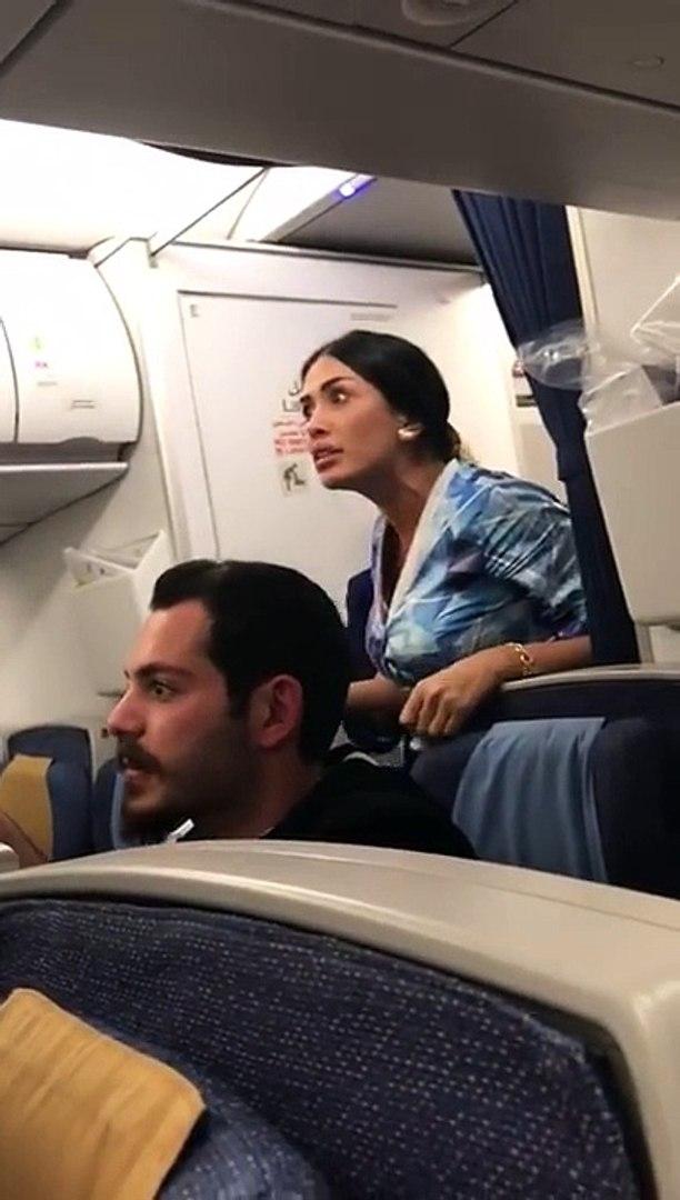 Une bagarre à bord d'un avion oblige le pilote à se poser en urgence - Un des passagers a filmé