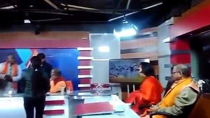 Big Boss Contestant Swami om got angry after getting slapped in news studio-15th January 2017 News