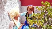 Elsa & Anna tornou-se Joker meninas vs Spiderman vs T Rex, Irmãs Frozen são mal na vida real!