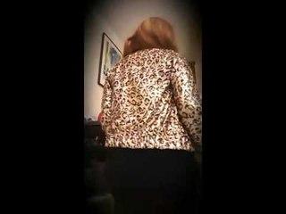 Leyla Prune s'enjaille sur le son YAKOI
