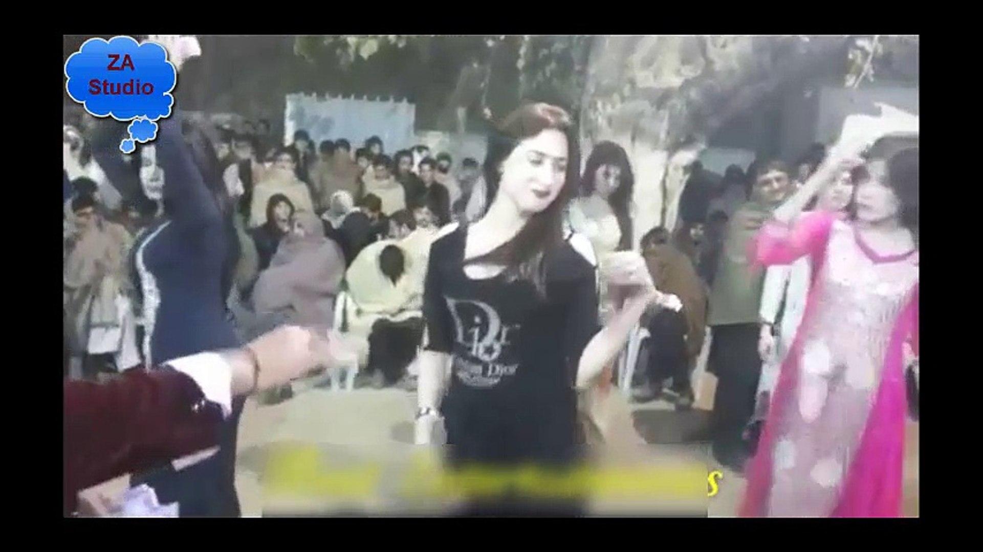 Beautiful Girls Dance in Beautiful Pakistani Wedding