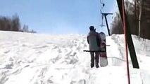 Adrénaline - Snowboard : Insolite une drôle de manière d'utiliser une remontée mécanique