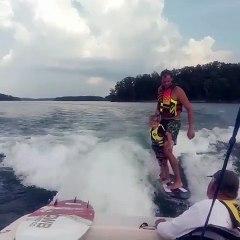 Un papa fait faire du wake pour la première fois !