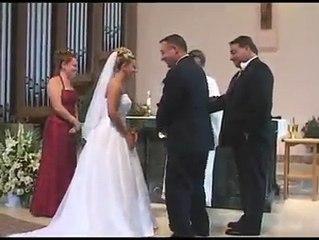 Un homme perd son pantalon pendant son mariage !