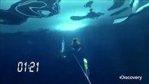 Ce plongeur nage 76m sous la glace pour battre le record du monde !