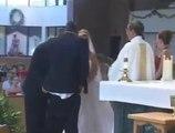 Il perd son pantalon pendant son mariage ! La honte de sa vie!