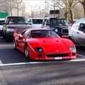 O dono deste F40 vermelho parou no vermelho mas quando semáforo mudou para verde