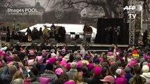 """USA: Michael Moore et Ashley Judd à la """"Marche des Femmes"""""""