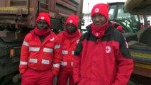 Avalanche en Italie: des migrants aident les équipes de secours