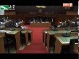 Le ministre chargé des budgets  face à la commission des affaires économiques et financières pou