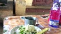 Petit déjeuner DANS LA RUE en BIRMANIE (  ATTAQUE de SINGES)-295s3Tx3Z3M