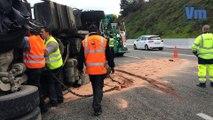 Un camion poubelle se renverse sur l'A50