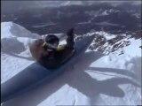 Ce taré a voulu descendre une piste noire en kayak... FOU