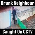 Un homme bourré qui essaye de rentrer à la maison!! Hilarant