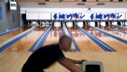 Il bat le record du monde de strikes au Bowling