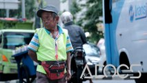 Hebat! 60 Tahun Sudah Pria Kerdil Ini Mengatur Jalan