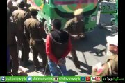 How Panic  and  Emotional Scene  In Indian Occupied Kashmir When  A Downntroden Sister Resisting Against Indian Army Whi