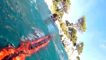 Un plongeur se fait attaquer par un Rottweiler sous l'eau...