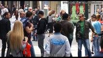Une femme se fait choper son sac à main en pleine rue, et ce que fait cet homme est vraiment incroyable !