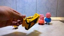 CAT Bulldozer Caterpillar D9 working with Peppa Pig family