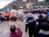 فيديو عاجل شاهد ما حصل في شاطئ سيدي بوسعيد قبل قليل