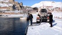 Bitlis - Adilcevaz'da Buzlu Yollara Van Gölü Suyu Önlemi