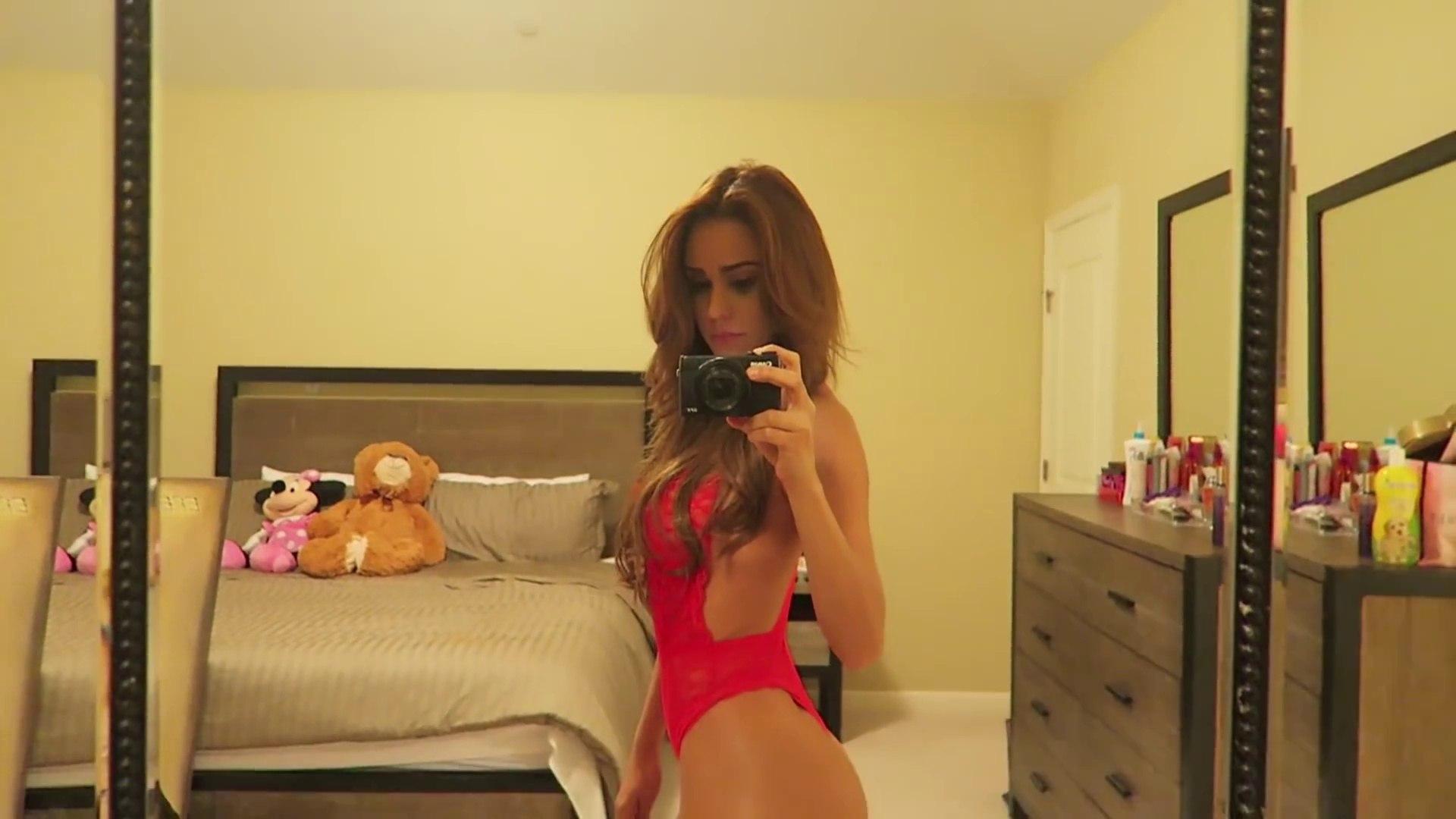 Yanet Garcia : la Miss météo donne chaud en lingerie rouge !